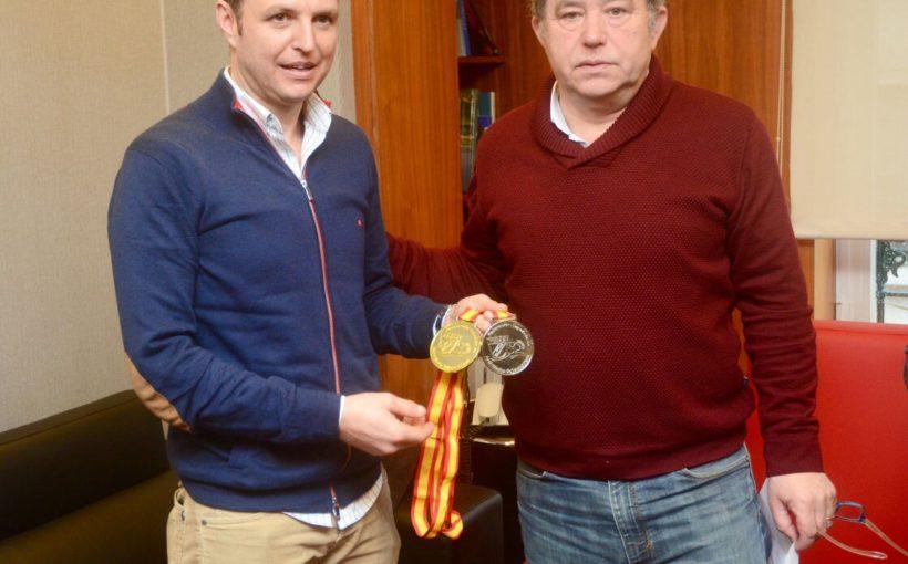 Alcalde de Pontevedra y la Concellalía de Deporte premian al apneísta Antonio García Abilleira